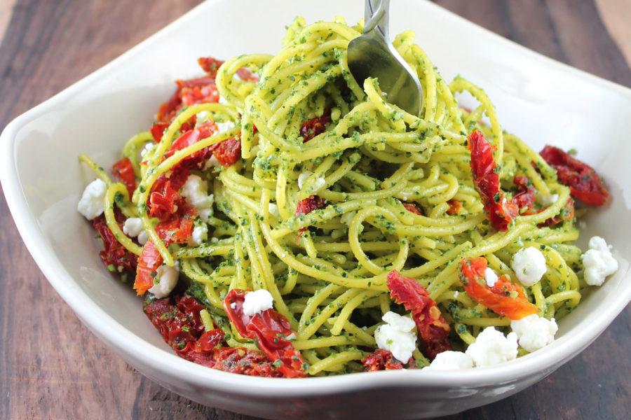 Spaghetti al Pesto di Rucola e Pomodori Secchi a filetti